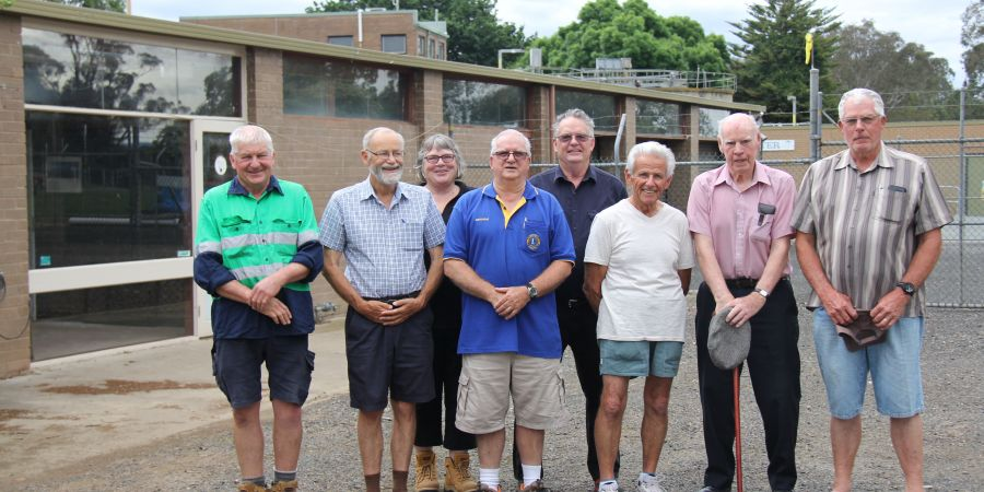Members and supporters of Maffra Men's Shed.JPG